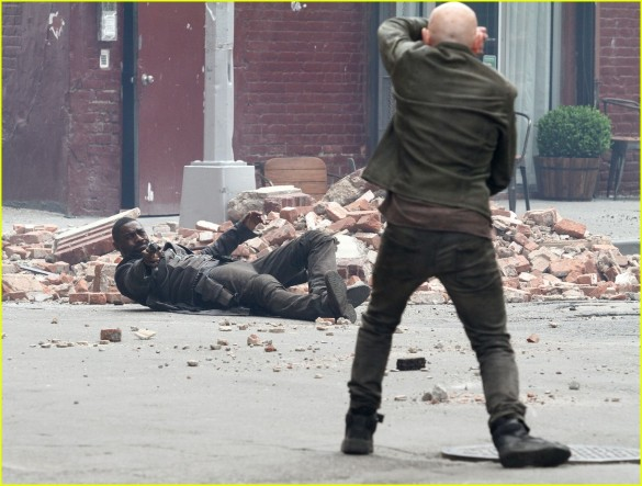 idris-elba-battles-jackie-earle-haley-on-dark-tower-set-04