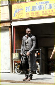 idris-elba-films-dark-tower-scenes-with-tom-taylor-as-jake-05